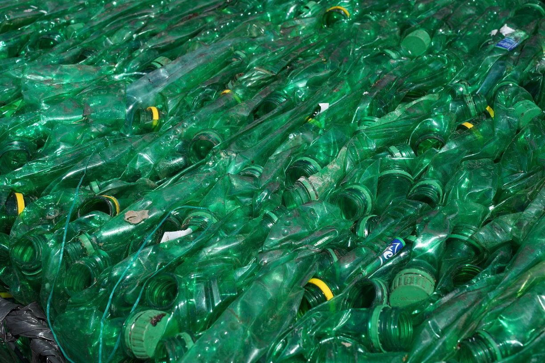 Dampak sampah plastik bagi linkungan dan sumber air
